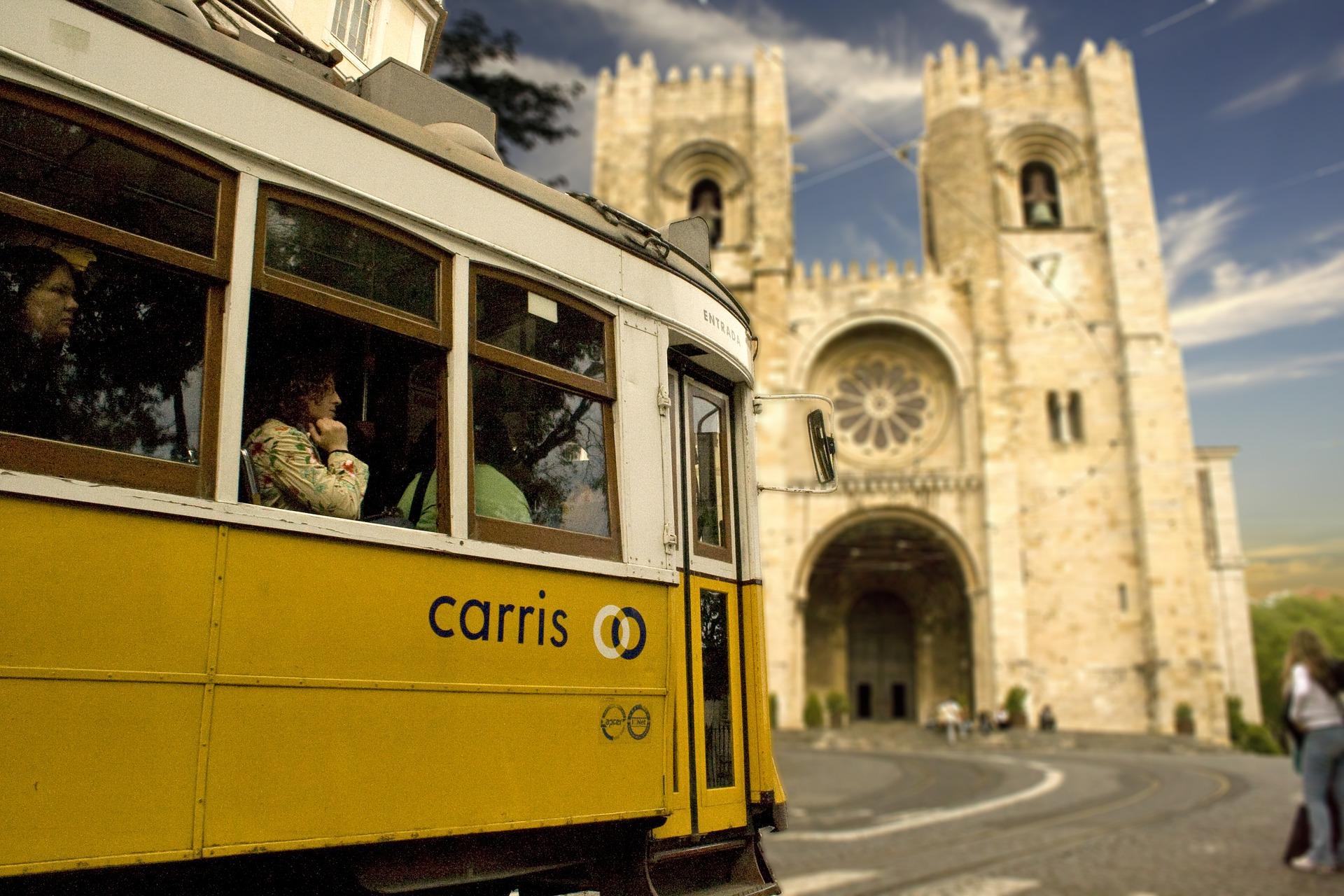 Tramway vers la cathédrale.