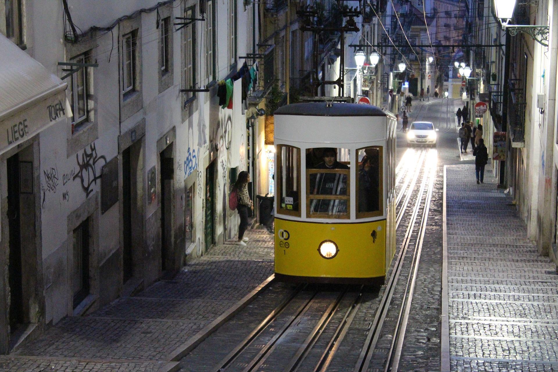 Tramway dans les rues lisboètes