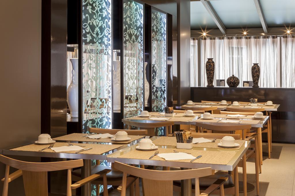 Hotel Sevilla Torneo est un hôtel 4 étoiles à Séville en Espagne