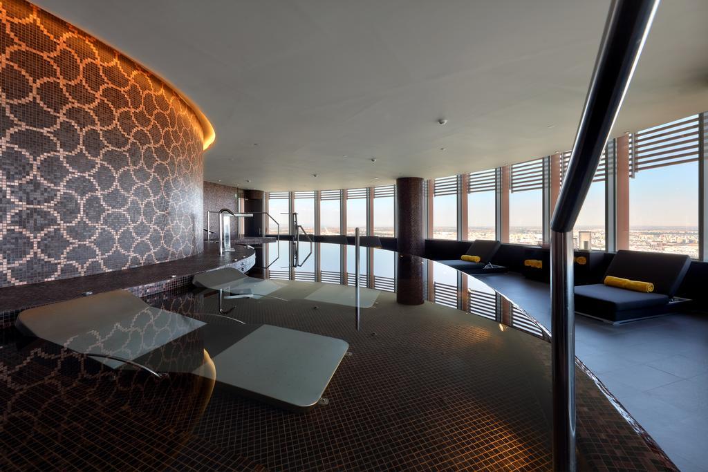 Eurostars Torre Sevilla est un hôtel dans le quartier de la Triana à Séville