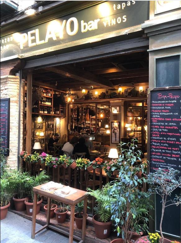Le bar pelayo de Séville et son rabo de toro