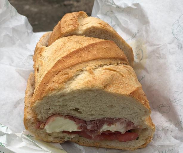 salade caprese sandwich